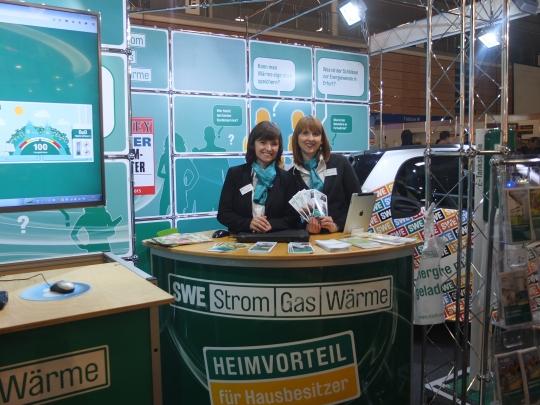 Ariane Rückmann und Marie Neubauer am SWE Stand
