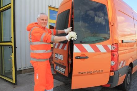 Norbert Wallat am mobilen Ersatzteillager
