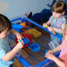 Wasser-Experimente in der Kita Buchenberg