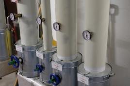 Überall Rohre. Hier bringen sie Warmwasser in verschiedene Räumlichkeiten.