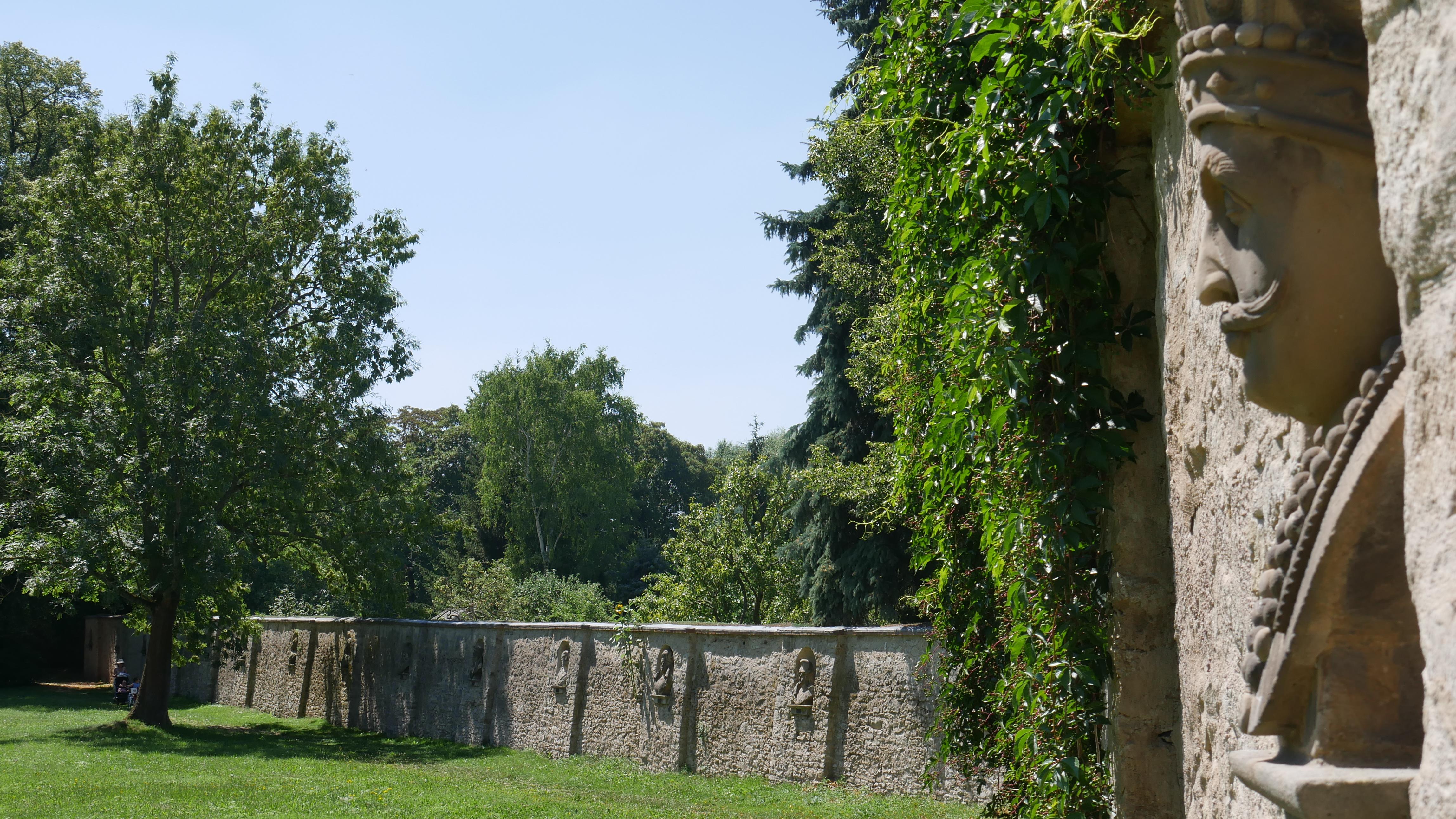 Der 60 Hektar Große Landschaftspark U2013 Ebenfalls UNESCO Welterbe U2013 Liegt Am  Rande Der Weimarer Altstadt.