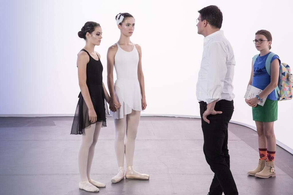 Olivia und Carolin bekommen schlechte Nachrichten von dem Talentscout.